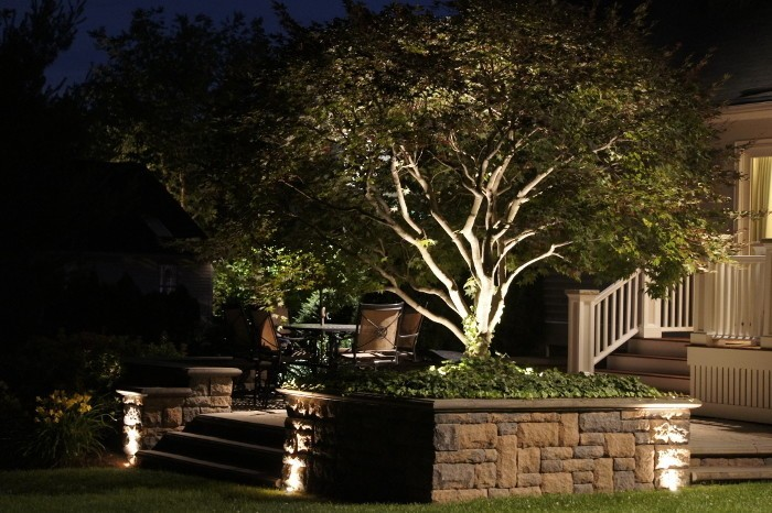 gray-landscape-lighting-700x466.jpg