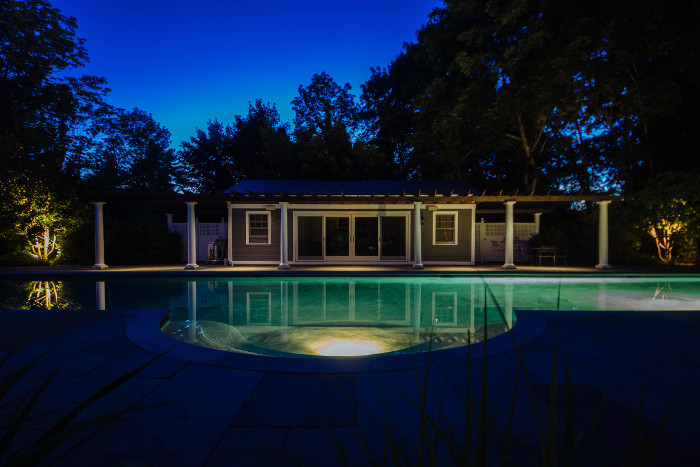 commerical-landscape-lighting-1-700x466