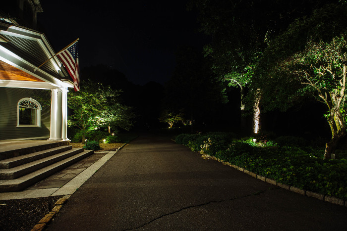 commerical-landscape-lighting-2-700x466